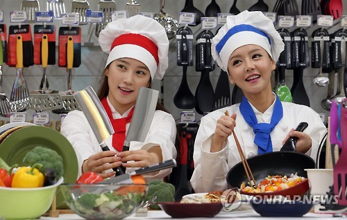 As the popularity of cooking shows is growing, sales of kitchen utensils used on TV are increasing. (Image : Yonhap)