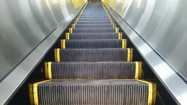A Whole Lot of Controversy over How to Ride Escalators