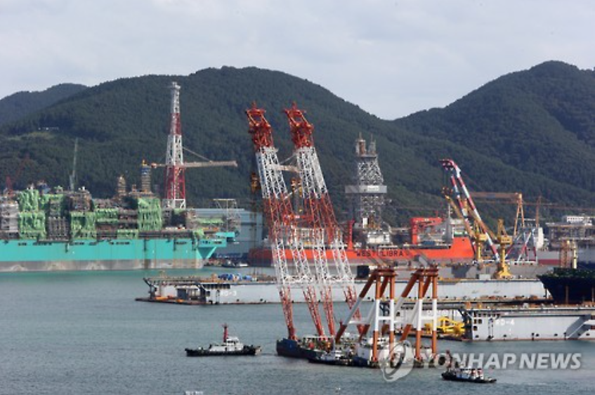 Shipps are being built here on the yard in Daewoo Shipbuilding & Marine Engineering Co. (DSME)