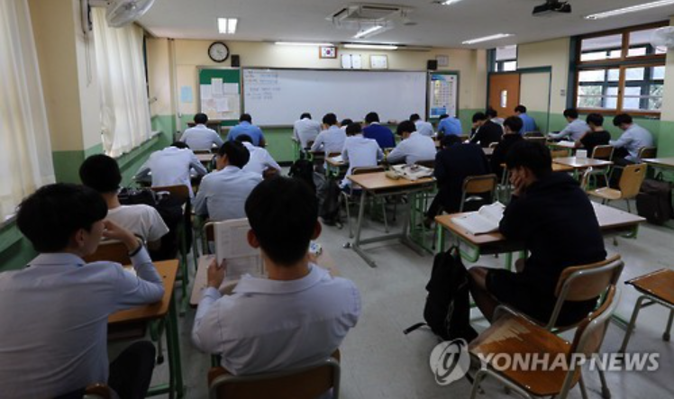 Six out of 10 high school seniors were only getting five hours of sleep every night. (image courtesy of Yonhap)