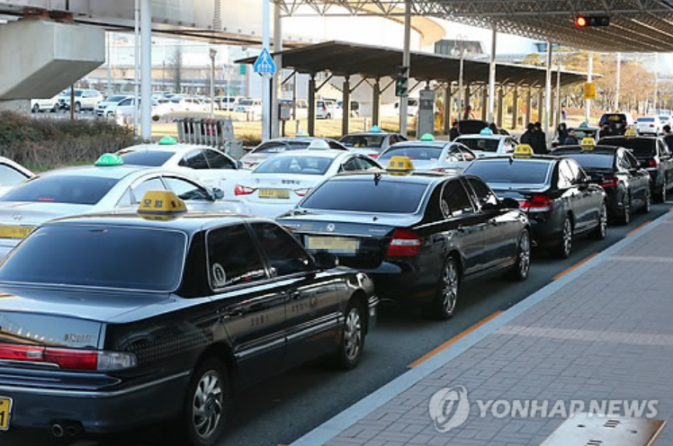 After police cracked down on the illegal acts of taxies and call-vans, 139 cases were reported and 19 drivers were arrested and face criminal charges. (image courtesy of Yonhap)