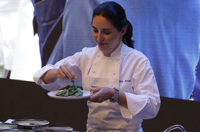 """The """"Cine des Chefs"""" event, which began with the official opening of the IFA on September 4, showed how culinary masters make dishes with Samsung's """"Chef Collection"""" series of premium kitchen appliances, and offered a chance to taste their food. (image: Samsung Electronics)"""