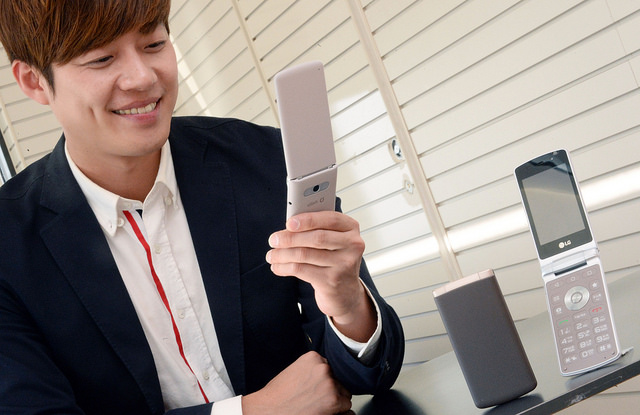 LG Unveils New Flip Smartphone for Senior Customers