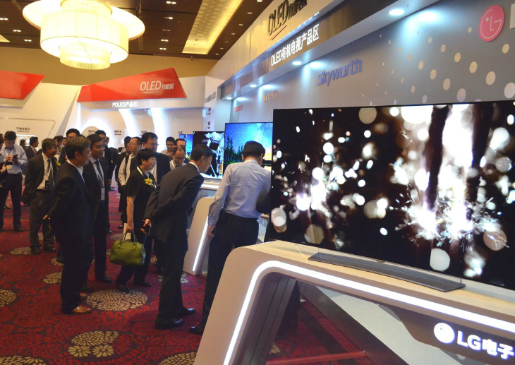 LG Display will forge cooperation with Chinese TV makers to expand sales of larger organic light-emitting diode (OLED) display panels. (image: LG Display)