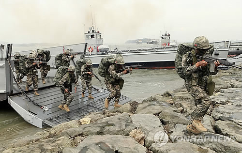 "The victory commemoration ""Incheon Landing Operation and Wolmi Festival"" will be held at Wolmi Island from September 12 to 15. On September 15, the 65th anniversary, the Korean Navy and a unit from the U.S. Navy will reenact the operation by deploying special forces, 12 battle ships and 17 aircraft. (image: Yonhap)"