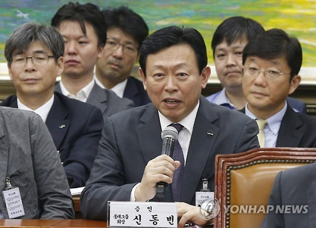 Shin Don-bin, the chief of Lotte Group, appeared the parliament as a witness to face questions over the retail giant's corporate governance issues. (image: Yonhap)