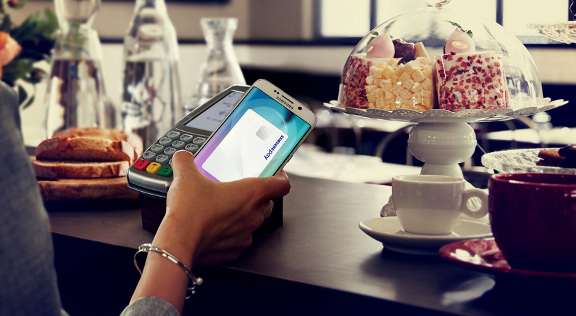 Samsung Pay, officially launched in South Korea last month, is currently available for only high-end smartphone models released this year, including the Galaxy S6 and the Galaxy Note 5. (image: Samsung Electronics)