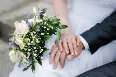 More Couples Seek Small, Practical Wedding Ceremonies