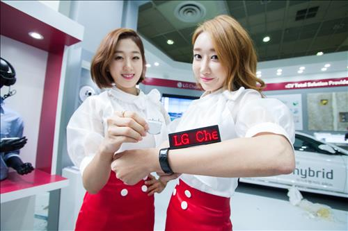 LG Chem said the band-type and hexagonal batteries will likely double the battery capacity for smartwatches. (Image : Yonhap)