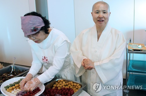 Monk Sunjae, one of the most prestigious experts in Korean temple food.