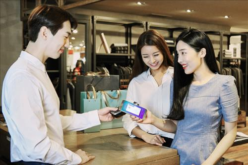 Most of the payments have been made at typical daily purchase locations such as convenience stores, department stores, large retailers and restaurants. (Image : Yonhap)