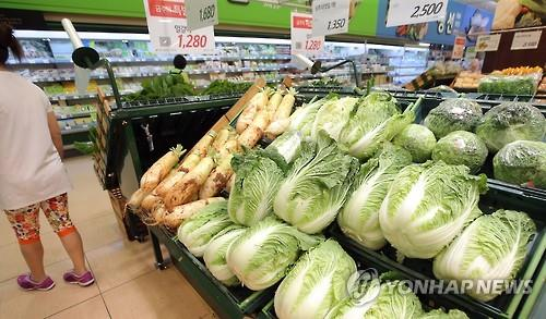 Farm produce on display at a large discount store in Seoul (Image : Yonhap)