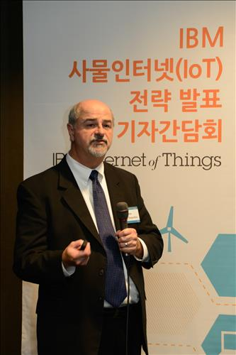 Jack Desjardins, who is the vice-president at IBM in charge of the global business development of IoT. IBM has announced that it will concentrate on Internet-of-Things (IoT) businesses in the B2B (business to business) sector, and strengthen cooperation with Korea. (Image : Yonhap)