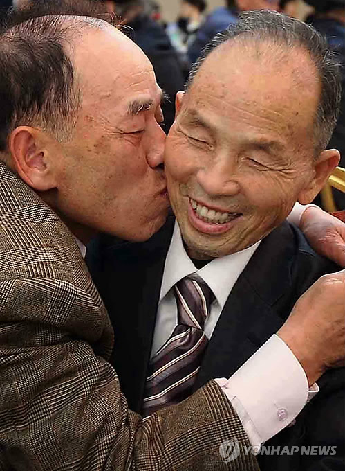 Reunion of separated families in 2014. (Image : Yonhap)