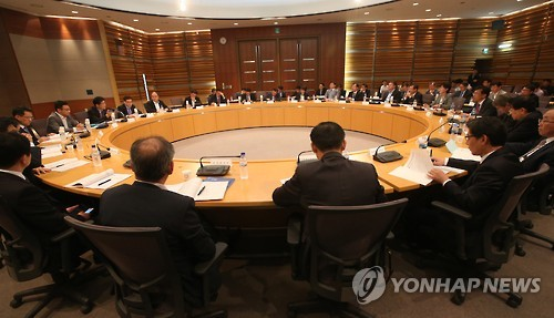 According to the Ministry of Strategy and Finance, among the 316 public institutions in Korea, 191 organizations (60.4 percent) have finalized their adoption of the salary peak system. (Image. Yonhap)