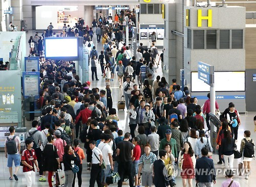 At Incheon International Airport, the departure process is set to be automated, allowing visitors to check in by themselves.  (Image : Yonhahp)