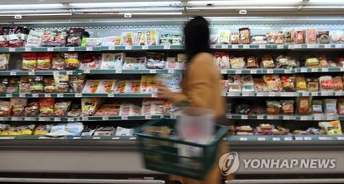 After the World Health Organization (WHO) designated processed meats as a carcinogen, meat lovers worldwide are up in arms, and meat producers are suffering from the huge blow. (Image : Yonhap)