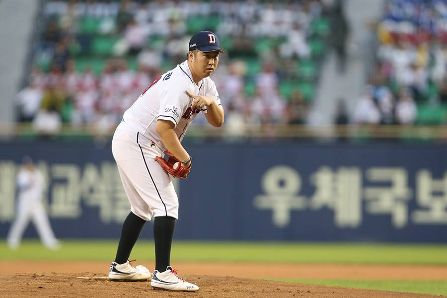 Yoo Hee-kwan, a soft-tossing southpaw, went 18-5 with a 3.94 ERA and 126 strikeouts in 189 2/3 innings. (image: Doosan Bears)