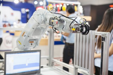 Gov't, Samsung to Back Development of Manufacturing Robots