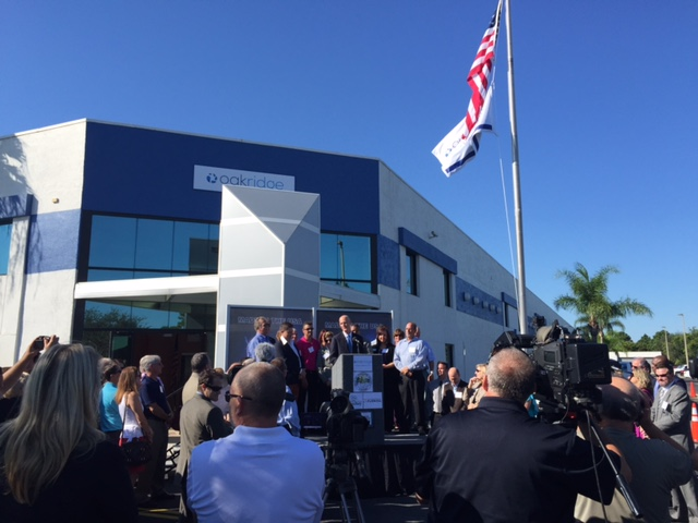 Florida Governor Rick Scott visited Oakridge's new corporate headquarters and manufacturing center in Palm Bay to recognize the Company's expansion and subsequent creation of 1,000 new jobs in the community. (image: Oakridge Global Energy Solutions, Inc.)