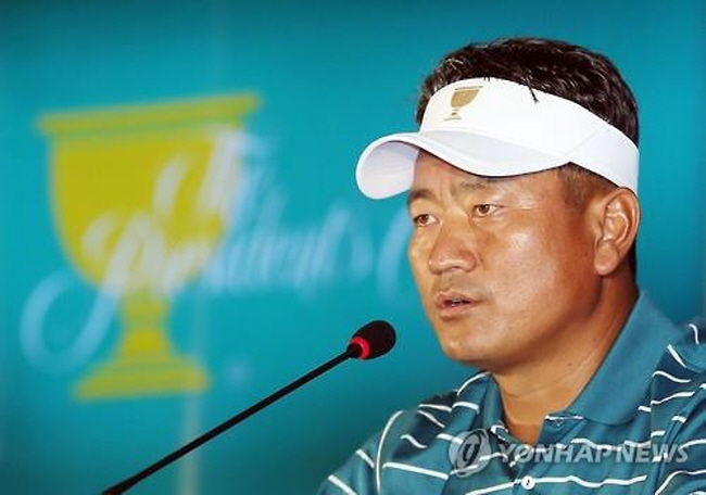 Choi Kyoung-ju, vice captain of the International Team at the Presidents Cup, speaks during a press conference in Incheon on Oct. 6, 2015. (image: Yonhap)