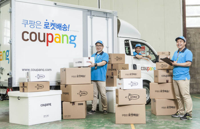 """The battle for fast-delivery of items is heating up among e-commerce operators and retailers after Coupang launched a """"rocket delivery"""" service in 2014, joining the global wave of ultra-fast delivery competition. (image: Coupang)"""