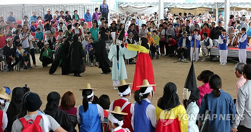 Gangneung Danoje Festival Presents Rich Cultural Heritage