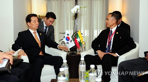 The Korean Minister of National Defense, Han Min-goo, who is now visiting Malaysia, agreed with the Myanmarese Minister of National Defense, Sein Win, to open a Korean Language course at the military school of Myanmar. (Image : Yonhap)