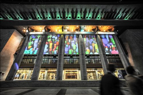 Five roll screens were installed on the six main pillars of the Sejong Art Center, and videos are currently being projected on the screens. (Image : Yonhap)