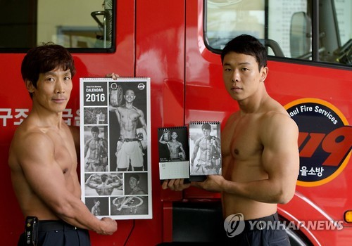 'Hotties' from the Seoul Fire Department have once again posed in front of the camera as calendar models to gather funds to treat burn victims in lower income groups. (Image : Yonhap)