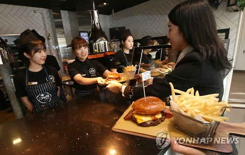 The burger was recently launched at stores in Cheongdam, Yangjae and Samseong station. (Image : Yonhap)