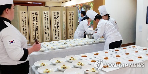 Officials from the dream team of cooks commented that they wanted to let the world know that Hansik, traditional Korean food, is not only tasty but also healthy.  (Image : Yonhap)