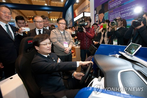 One item that attracted a lot of attention was an unmanned vehicle presented by the Electronics and Telecommunications Research Institute (ETRI).  (Image : Yonhap)