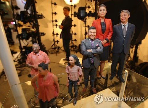 IOYS employees used the studio to take pictures of people from many angles, input the information to a 3D printer, and then print out small miniature figures of the individuals sized between 10 and 30 centimeters. (Image : Yonhap)