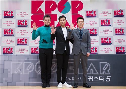 "The judges of ""K-pop Star 5"" pose for photos at a press conference at SBS headquarters in Seoul on Nov. 16, 2015. From the left, JYP Entertainment CEO Park Jin-young, YG Entertainment CEO Yang Hyun-suk and Yoo Hee-yeol, representing Antenna Music. (Image : SBS)"
