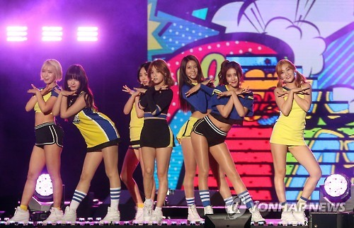 Professor Kang adds that the mass media and idol groups are casting a great influence on the way children and teenagers perceive the human body. (Image : Yonhap)