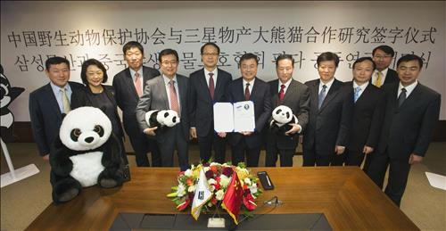 The resort construction sector of Samsung C&T Corporation signed an agreement with the wildlife protection society of China to cooperate on protecting pandas. (Image : Yonhap)