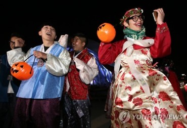 Seoul Hosts Hanbok Party to Celebrate Halloween