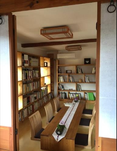 The reception room is a space that can be used for gatherings or culture classes. (Image : Yonhap)