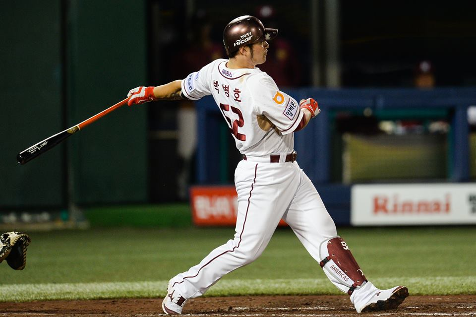 This season, Park Byung-ho set career-highs in Triple Crown categories with a .343 average, 53 home runs and 146 RBIs in 140 games. (image: Nexen Heroes)