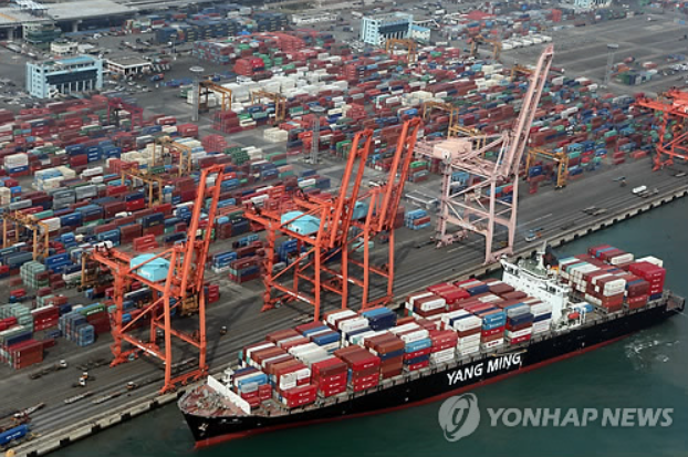 South Korea's exports plunge 15.8 percent on-year in October. The Gamman Container Terminal in the Port of Busan in the above image. (Image courtesy of Yonhap)