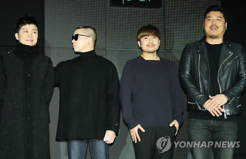 """Members of Brown Eyed Soul pose for photos at a press conference about its latest album """"Soul Cooke"""" in Seoul on Dec. 8, 2015. (Image : Yonhap)"""