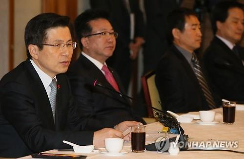 Prime Minister Hwang Kyo-ahn said Wednesday that the government will put all-out efforts into parliamentary approval of labor reform bills to create more jobs. (Image : Yonhap)