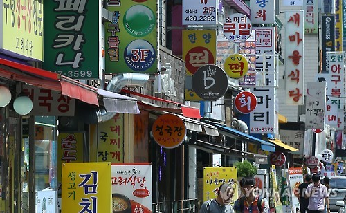 To boost the sales of small businesses struggling to stay afloat, Seoul city officials announced on December 1 that they will be starting a trial run of the 'Market Analysis System of Our Neighborhood' (golmok.seoul.go.kr). (Image : Yonhap)
