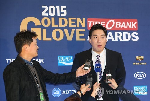 South Korean free agent outfielder Kim Hyun-soo departed for Washington on Thursday, amid speculation over his future in Major League Baseball (MLB). (Image : Yonhap)