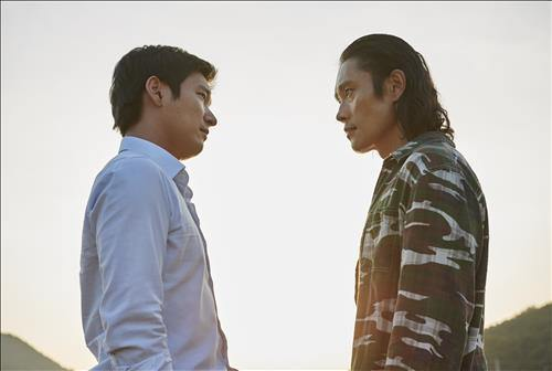 "South Korean film ""Inside Men"" extended its historic run at the box office on Monday and was on pace to become the fastest November film to surpass 5 million in attendance. (Image : Yonhap)"