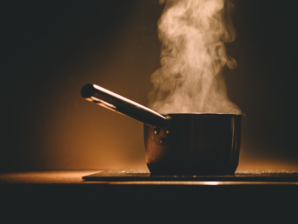 Ventilating for more than 30 minutes after cooking is recommended to reduce air pollution indoors. (Image : Pixabay)