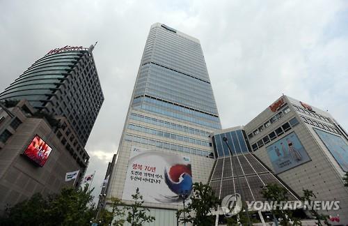 Modern clothing shopping malls in Dongdaemun market, South Korea's sleepless fashion mecca. (Image : Yonhap)