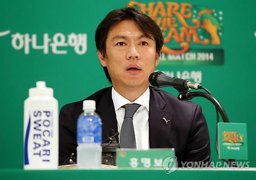 Former South Korean national football coach Hong Myung-bo, speaking at a press conference in Seoul on Dec. 8, 2014, has become the new head coach for Hangzhou Greentown FC in the Chinese Super League. (Image : Yonhap)