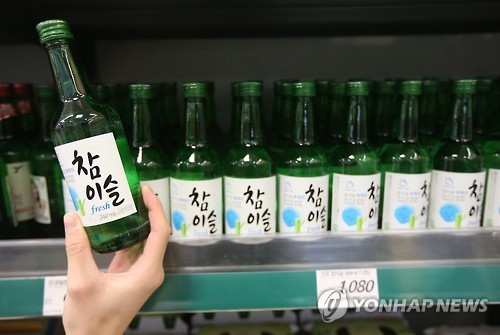 As the trend of low-alcohol soju continues, boosted by the increased popularity of fruit-flavored soju, a product with an alcohol content of only 12 percent has been launched in the market. (Image : Yonhap)